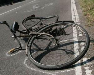 """Autopirata falcia un ciclista: """"qualcuno lo protegge"""""""