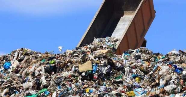 """Operazione """"cannibal cars"""": rifiuti pericolosi verso Asia e Africa, tre arresti"""