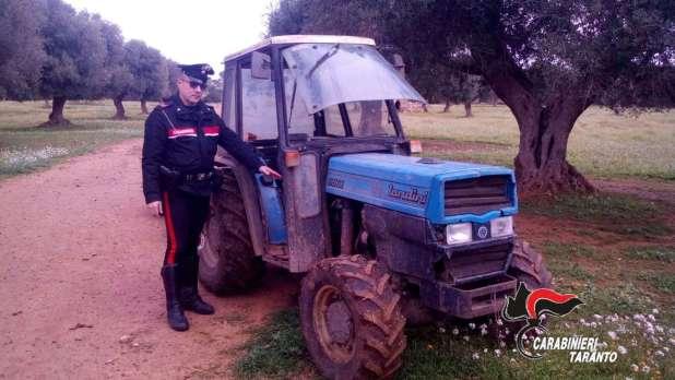 Rinvenuto nelle campagne un trattore agricolo con rimorchio, era stato rubato ad un'azienda di Uggiano Montefusco