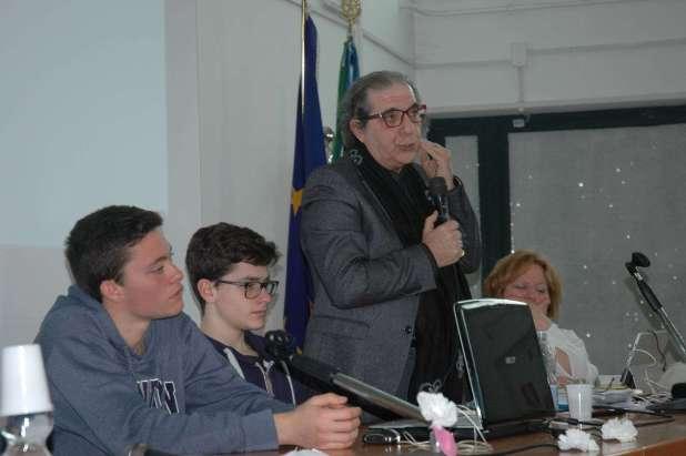 Celebrati gli 80 anni della morte di Gabriele D'Annunzio nella Giornata Mondiale della Poesia al Liceo di Grottaglie con grande successo