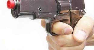 Studente nel Pisano punta pistola giocattolo alla fronte del professore. Denunciato