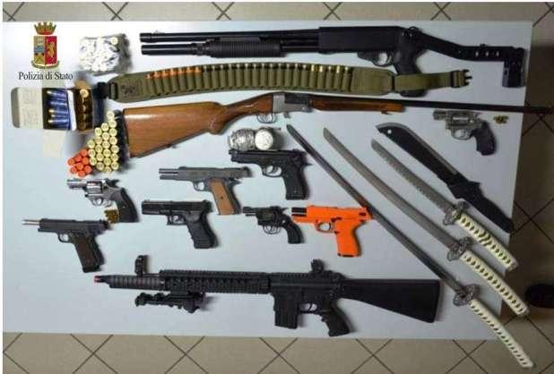 Manduria: minaccia la moglie con una pistola, in casa aveva un piccolo arsenale. Finisce in manette 35enne