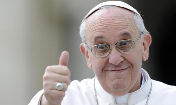 """Papa Francesco ai pugliesi: """" Vi dico una cosa: è il mare più azzurro che ho visto nella mia vita. Bello!""""."""