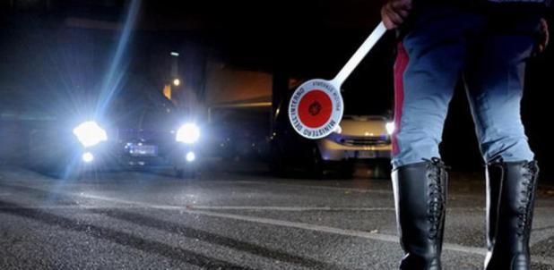 Manduria. Giovane automobilista fugge all'Alt Polizia. Inseguito e identificato era privo di patente di guida