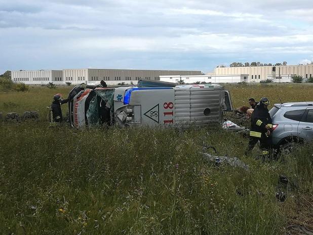 Manduria, auto contro ambulanza, cinque feriti