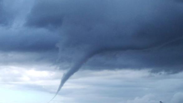 Fenomeni meteo: nube ad imbuto nei cieli di Maruggio e Manduria, poteva essere un tornado