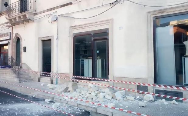 Tragedia evitata a Sava: crolla balcone