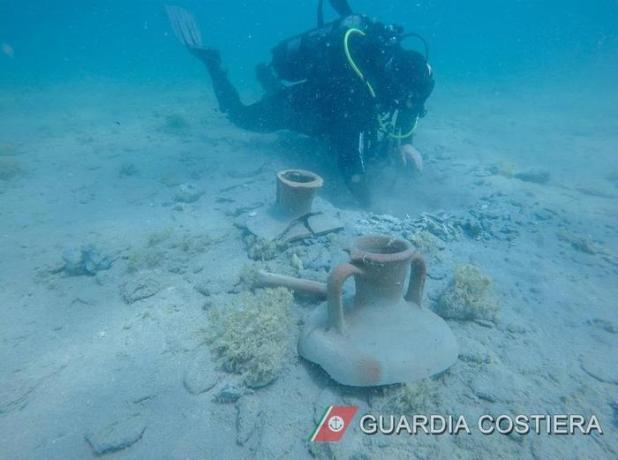 Brindisi, trovati in mare reperti archeologici del II secolo a.C.