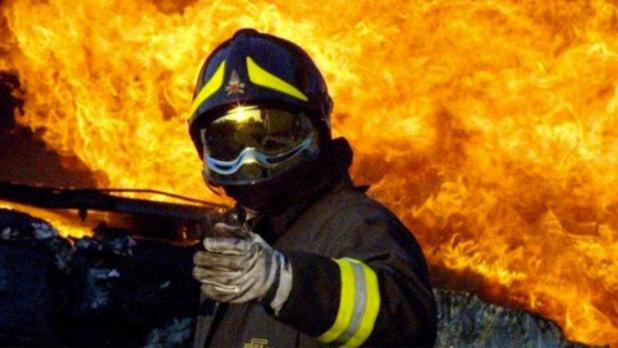 Taranto: lutto nel Corpo dei Vigili del Fuoco. Muore vigile mentre spegneva incendio