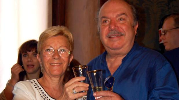 Un bellissimo esempio d'amore - Lino Banfi dedica un emozionante post alla moglie