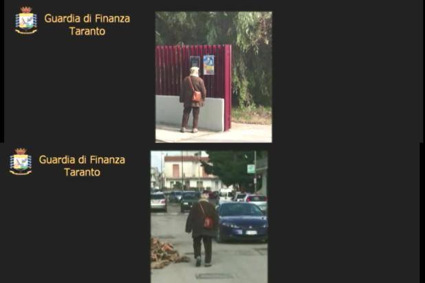 Il video diffuso dalla GdF del falso cieco che passeggia per le vie di Manduria