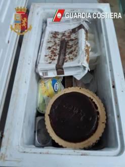 Operazione congiunta della Polizia di Stato e della Guardia Costiera, sospese due attività di ristorazione e sequestrati 24 kg di merce
