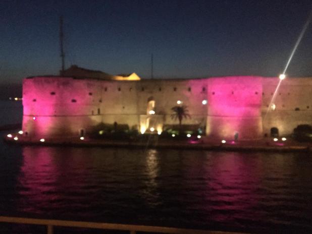 Marina Militare: il Castello Aragonese s'illumina di rosa