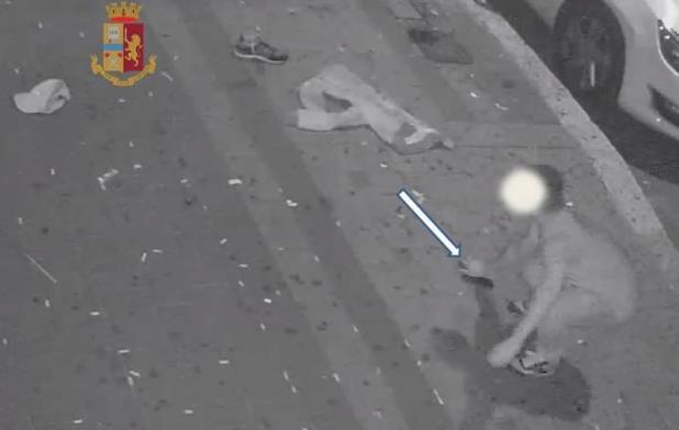 Violenta aggressione a tre ragazzi davanti ad un bar: quattro denunciati