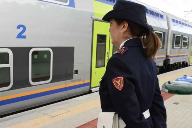 Giovane mamma litiga con il compagno e scappa da casa con tre figli piccoli. Rintracciata alla stazione ferroviaria di Taranto
