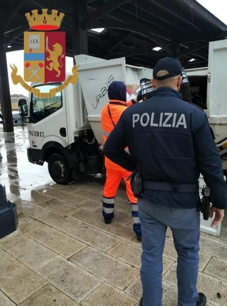 """""""Comunità Sicure"""": raffica di controlli della Polizia. Sequestrato """"katana"""" a 32enne di Maruggio"""
