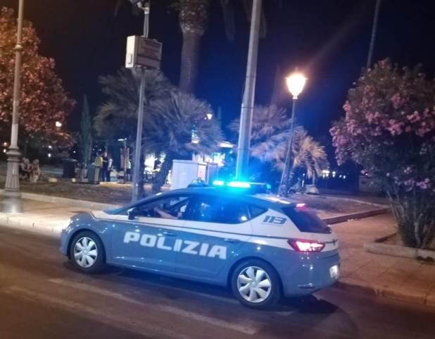 Derubano un cliente: trans colombiani denunciati dalla Polizia di Stato
