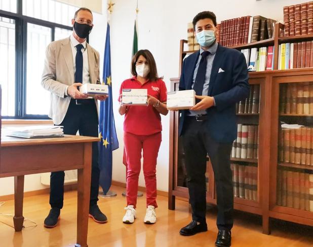 L'Ordine degli Avvocati di Taranto dona 400 tamponi rapidi alla Croce Rossa Italiana