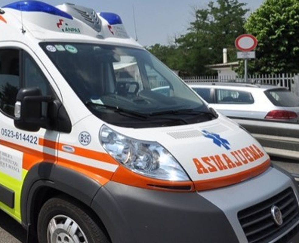 Schianto auto-moto nel bellunese: in ospedale un 43enne trevigiano