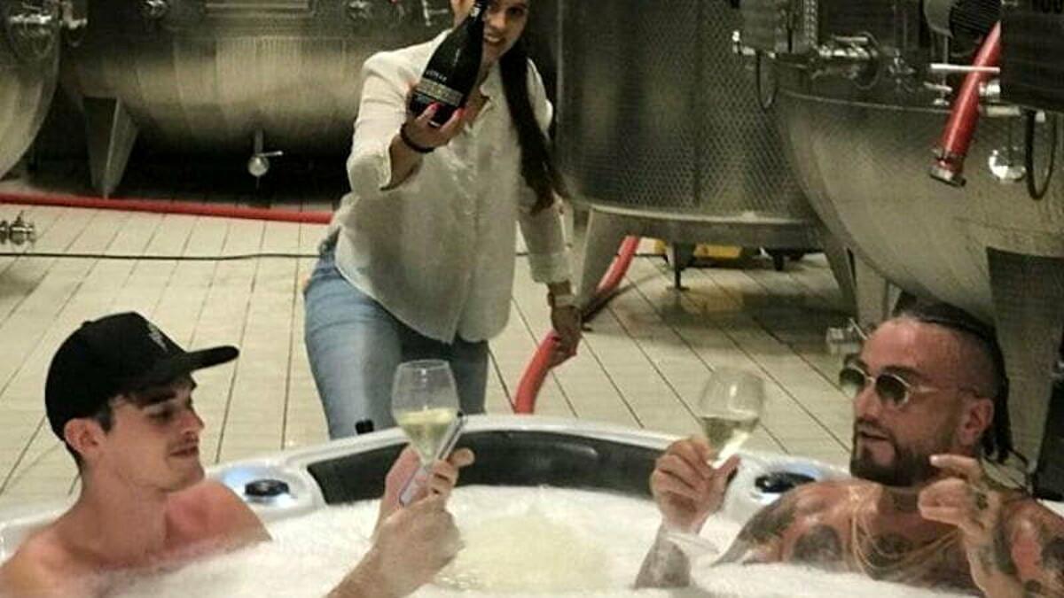 Guè Pequeno, parla l'azienda vitivinicola: «Vasca riempita con residui di Glera»
