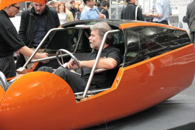 Jim Kor au volant de sa création.