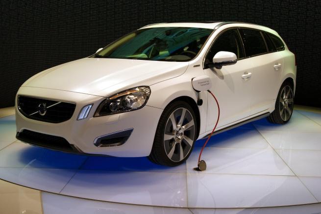 La V60 Hybride rechargeable a certainement inspiré cet engagement de Volvo.