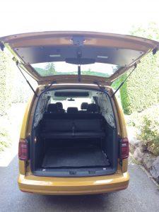 La voiture jaune à vide