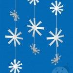 Fiocchi di neve con bicchieri di plastica
