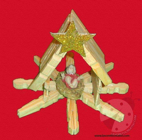 Presepe con mollette di legno