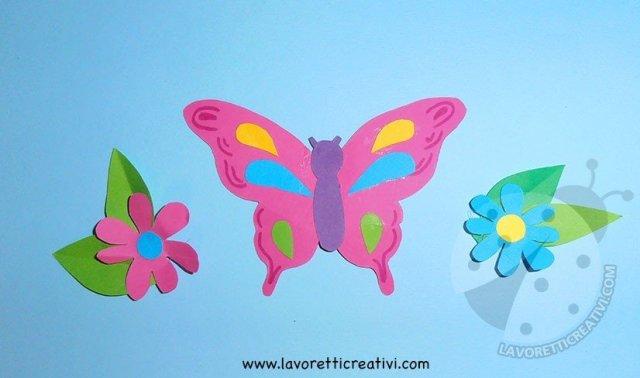 Biglietto pop up con fiori e farfalla