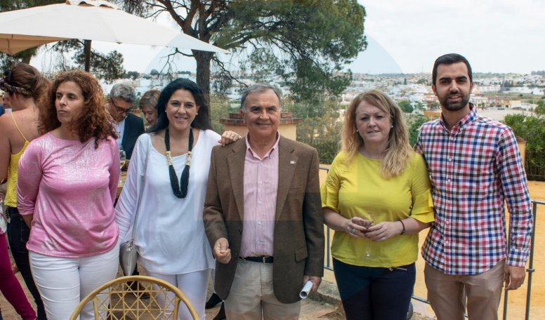 Elena Ballesteros, Chalía Fernández, Paco Bautista, Sandra González y Rafa BascónAsistentes a la presentación/ David Benítez