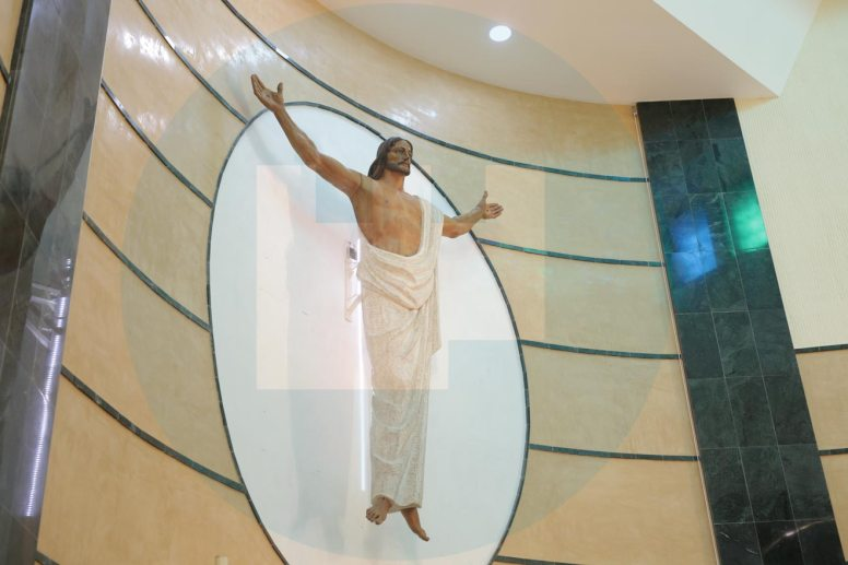 El Cristo resucitado está retroiluminado por luces led / F. Amador