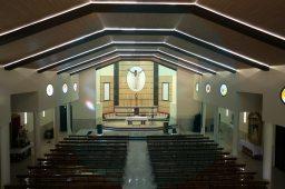 El techo de la parroquia está iluminado con luces led / F.Amador