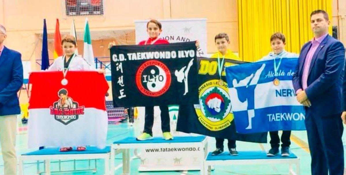 Podium del campeonato en la categoría infantil / FM