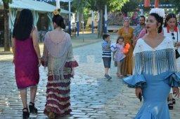 Mujeres vestidas de flamencas / Noelia Martínez