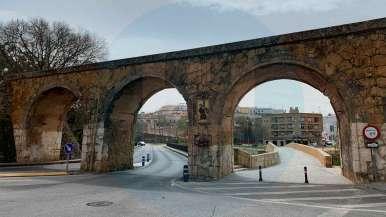 Viaducto sobre el puente sin tráfico