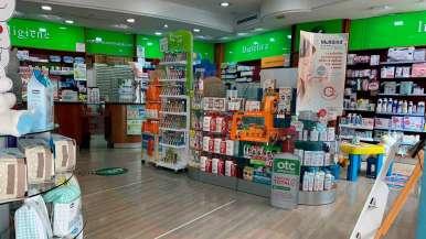 Una farmacia en La Mina