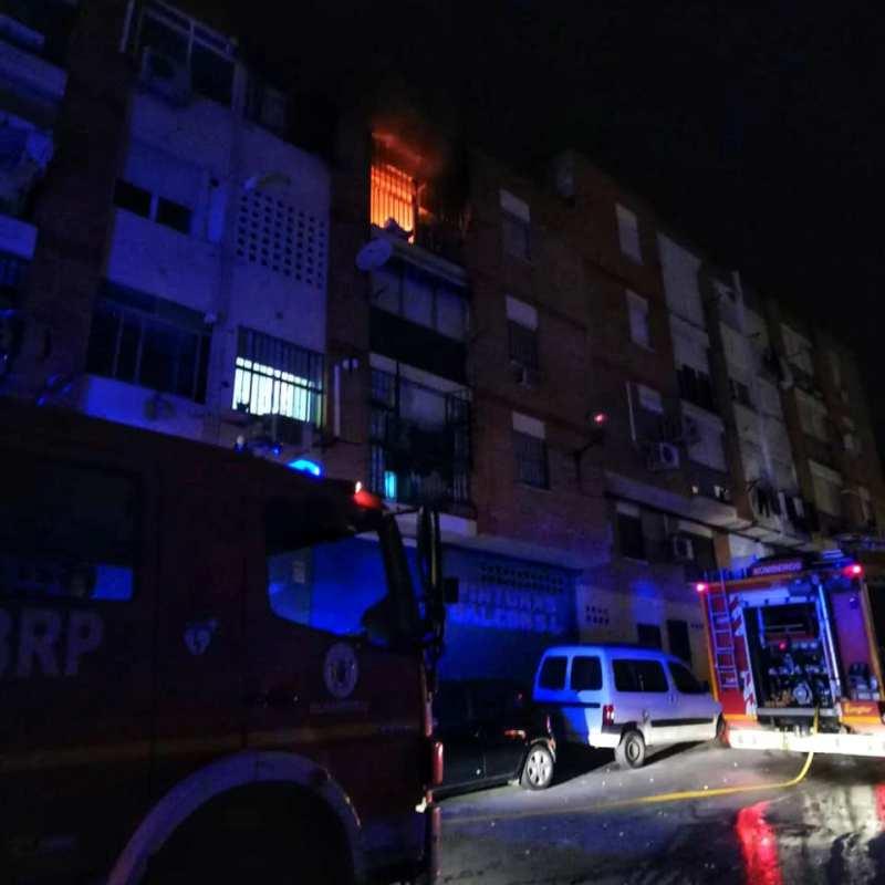 Incendio en tercer piso de un bloque de viviendas de Las Angustias