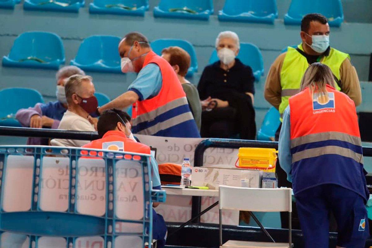 Vacunación masiva en Alcalá de Guadaíra / Lva