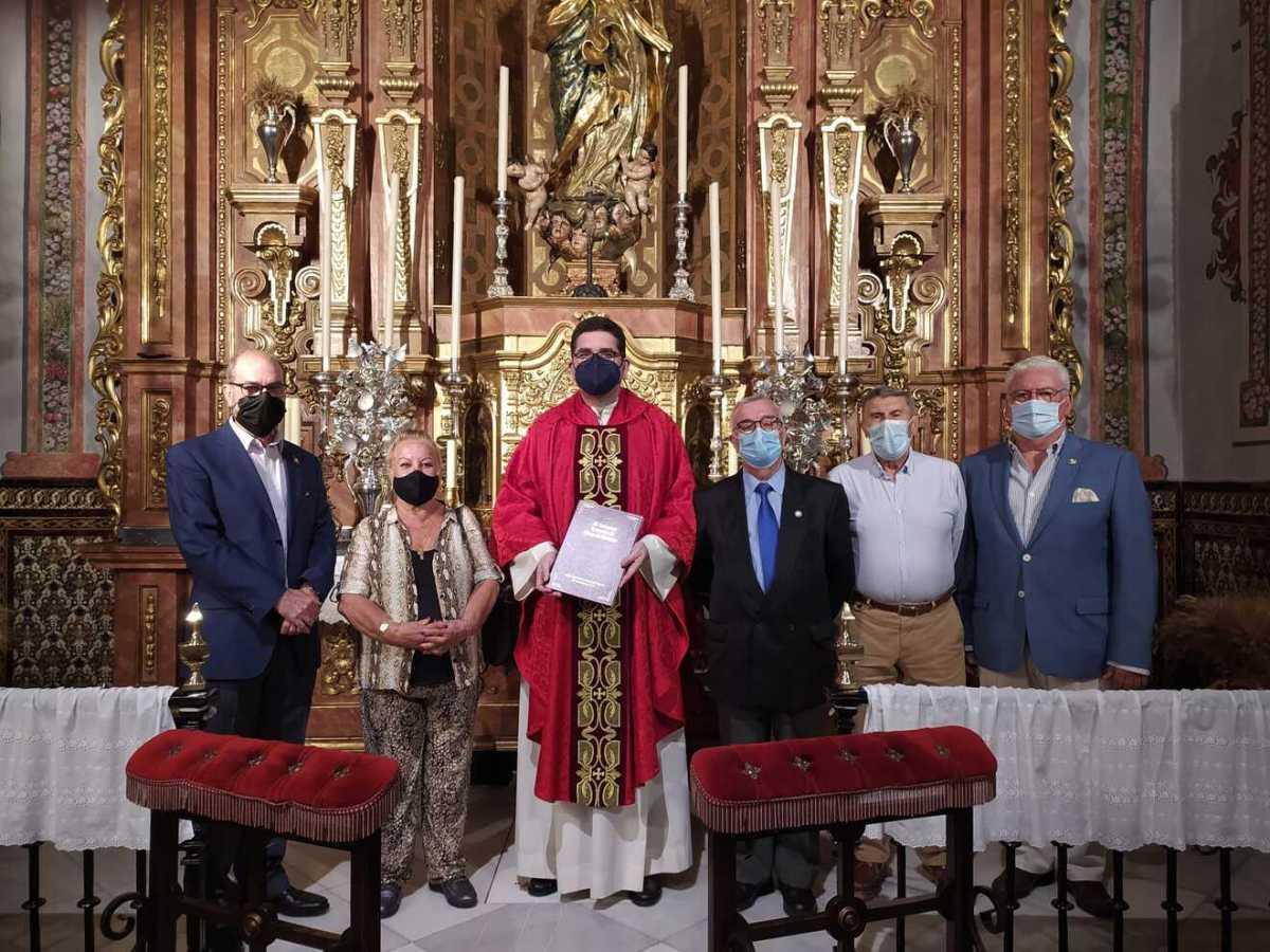 Don Rafael en la entrega de pastas para la Exaltación / LvaDon Rafael en la entrega de pastas para la Exaltación / Lva