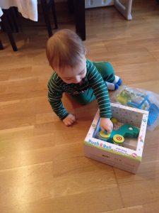 Abriendo juguetes
