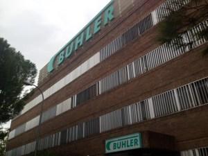 Imagen exterior de la fábrica de Búhler en Pinto