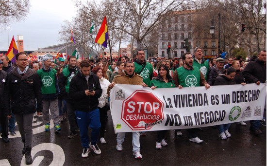 Plataforma de Afectados por la Hipoteca y miembros de otros colectivos pinteños en las Marchas de la Dignidad. Fotografía: Carlos Barrero.