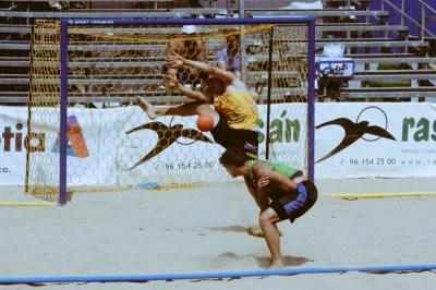 Carlos Donderis fue uno de los más destacados durante el Campeonato de Europa de Balonmano playa. Fotografía: Juan Antonio D (Enviado especial a Lloret de Mar).