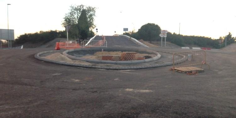 Nueva rotonda de entrada a Pinto por el barrio Buenos Aires