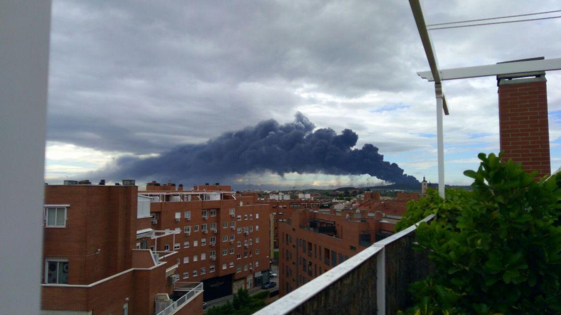 el incendio visto desde Valdemoro. fotografía: Julia González