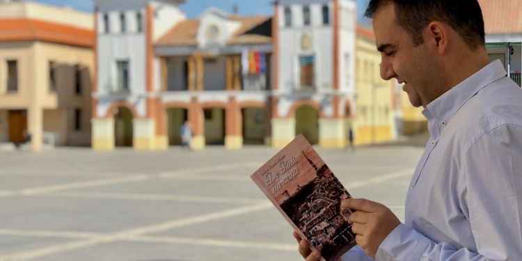 De Pinto, mi reina, el nuevo libro de Mario Coronas