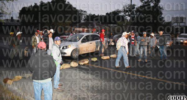Bloquean carretera estatal; exigen rehabilitación de San Diego - Chapopote | LVDT