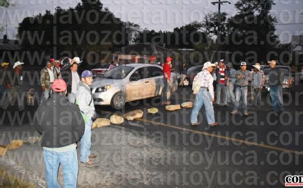 Bloquean carretera estatal; exigen rehabilitación del camino San Diego - Chapopote