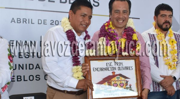 Anuncia Gobernador 71 mdp para el Programa Estatal de Becas en Ixcatepec | LVDT